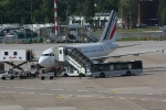 Eine Maschine von Air France in der Parkposition (4)