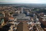 Blick auf den Petersplatz von der Kuppel des Petersdoms