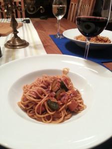 Spaghetti-Würstchen mit Tomatensauce