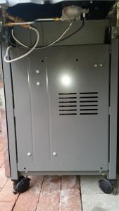 Seitenwand vom Weber Genesis E330 (US-Version)