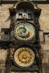 Historische Uhr am Rathausturm in Prag